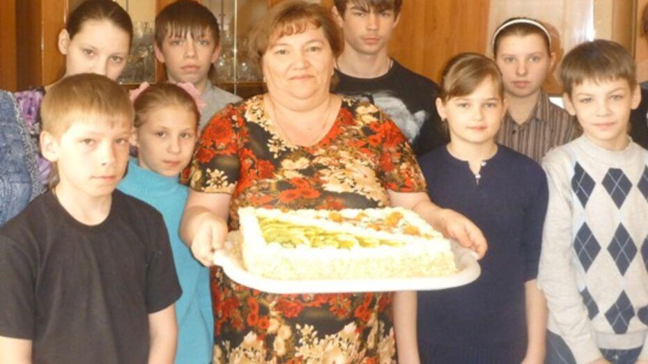 В этом году в Верхнемамонском районе шестеро сирот обретут семьи