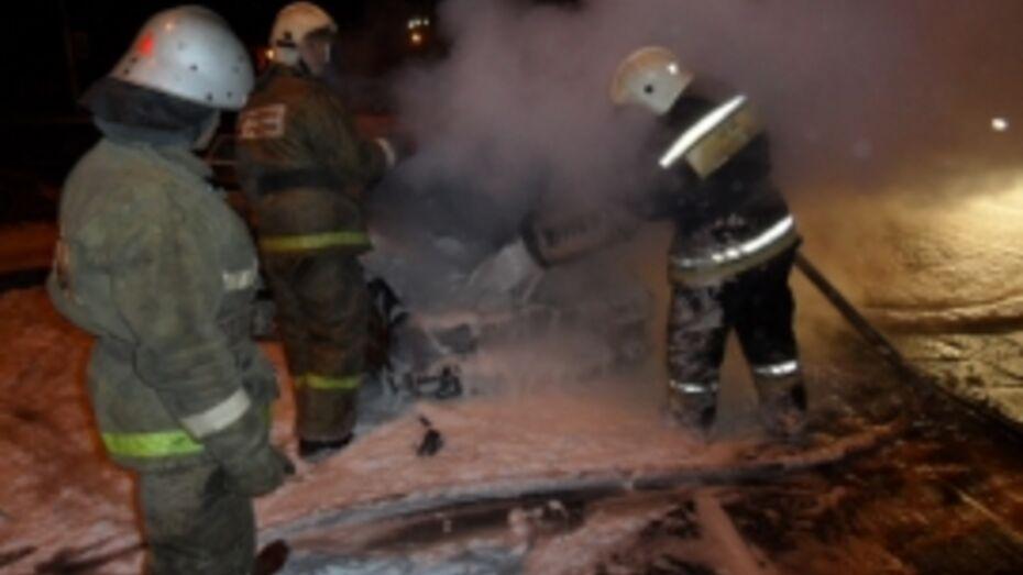 В Коминтерновском районе Воронежа сгорел BMW X6