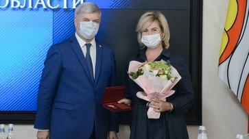 Воронежский губернатор вручил медикам награды от президента