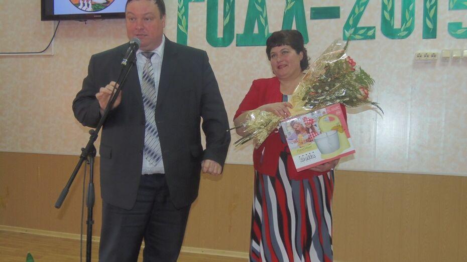 В Верхнемамонском районе выбрали лучшего учителя года