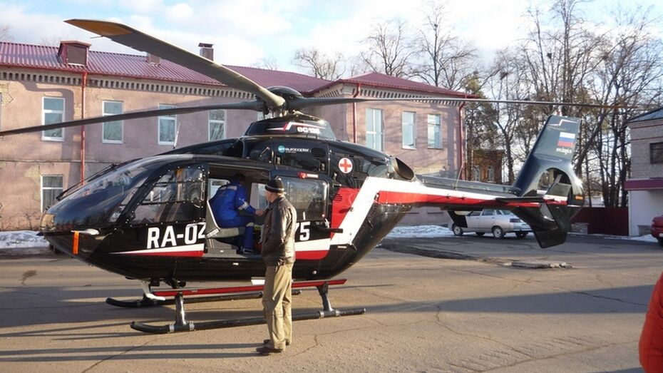 В Бутурлиновку дважды за день прилетал вертолет санитарной авиации
