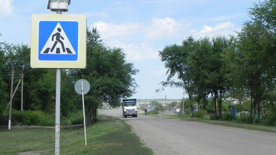 В кантемировском поселке восстановят разбитую грузовиками асфальтированную дорогу