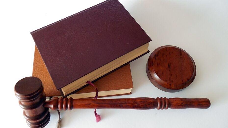 Забиравший ценности у пассажиров воронежский таможенник попал под амнистию
