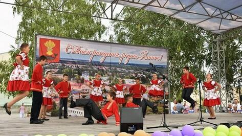 В Панино установили памятники Героям Социалистического Труда