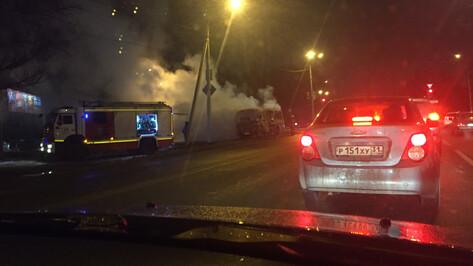 В Воронеже на повороте к больнице «Электроника» сгорел «ПАЗик»