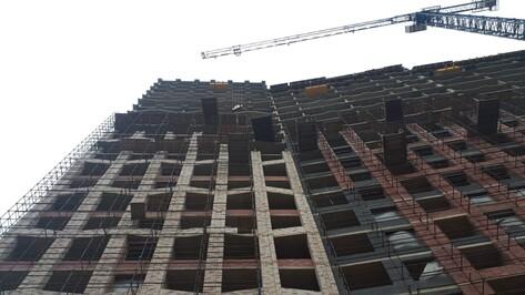 Погибшие на воронежской стройке из-за рухнувших с 13-го этажа кирпичей оказались рабочими