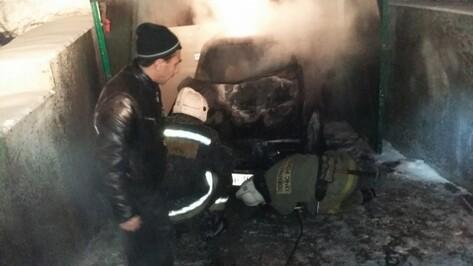 В Левобережном районе Воронежа из-за пожара в гараже эвакуировали 8 человек