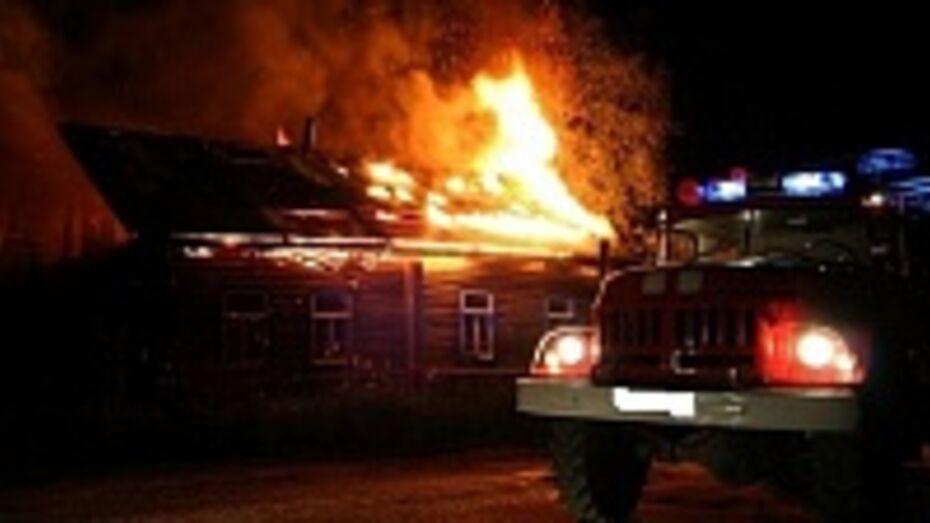 В нижнедевицком поселке из-за неисправного газового баллона загорелся четырехквартирный дом
