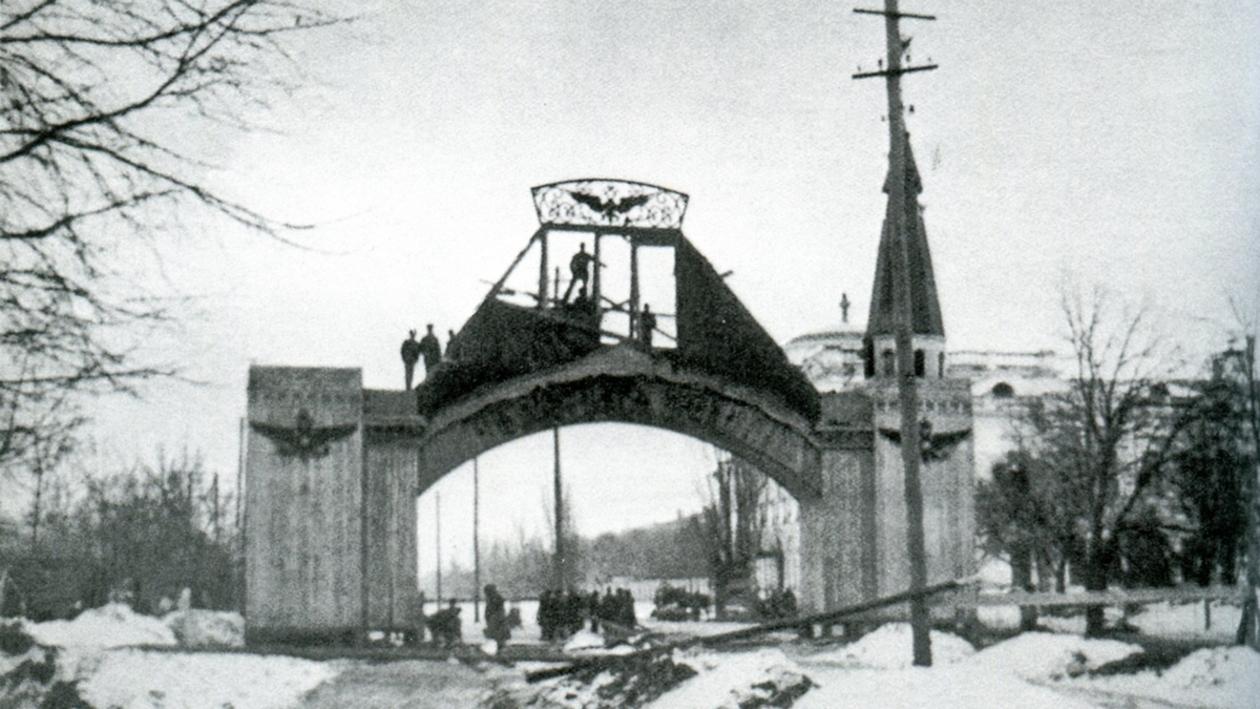 Воронеж в 1917-м. Февральская революция: разоружение полиции и падение Триумфальной арки