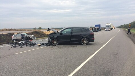 Два человека погибли в столкновении Datsun и Porsche в Воронежской области