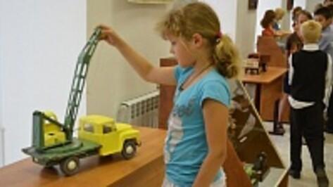 В Лисках открылась выставка детских игрушек середины 20 века