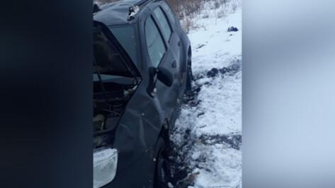 Школьник пострадал в перевернувшейся в Воронежской области машине