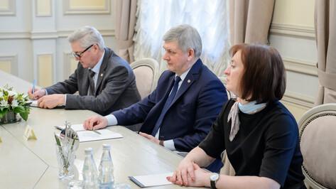 Глава Воронежской области подписал соглашение о партнерстве с фондом «Старость в радость»