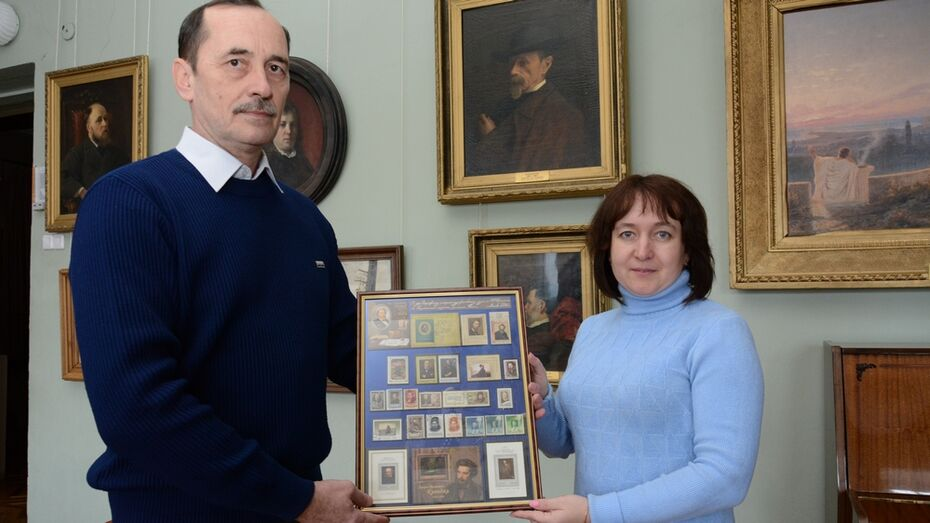 Филателисты подарили острогожскому музею коллекционные марки