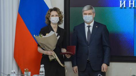 Губернатор вручил правительственные награды воронежским медикам