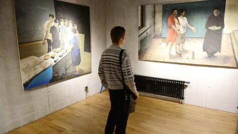 Воронежский художник показал библейские сюжеты в сумасшедшем доме