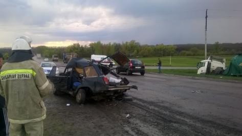 Супруги погибли в ДТП с фурой в Воронежской области