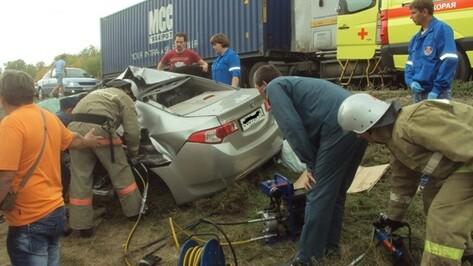 В Воронежской области столкнулись «КАМАЗ» и Honda: двое погибших