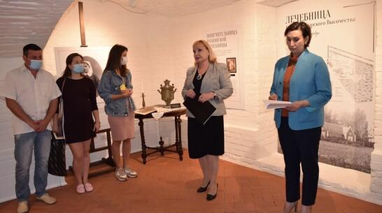 Экспозиция о работе рамонских медиков открылась во дворце Ольденбургских
