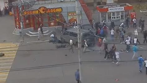 Видео драки тульских и воронежских футбольных фанатов появилось в сети