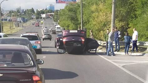 ДТП с перевернувшейся машиной спровоцировало пробку в Воронеже