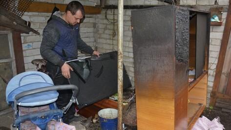 В Поворино у молодой семьи с двумя детьми сгорел дом