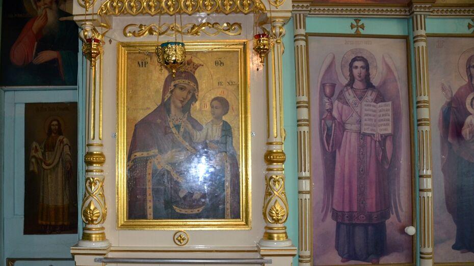 В Верхнехавском районе из храма похитили 4 иконы