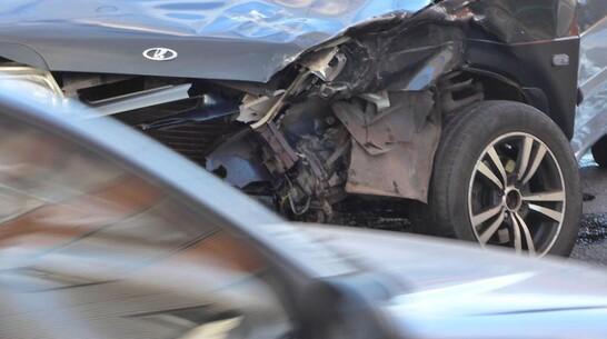 Пассажир «Лады» погиб в ДТП в райцентре Воронежской области