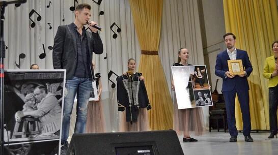 Лискинской школе искусств подарили личные вещи народного артиста СССР Леонида Болдина
