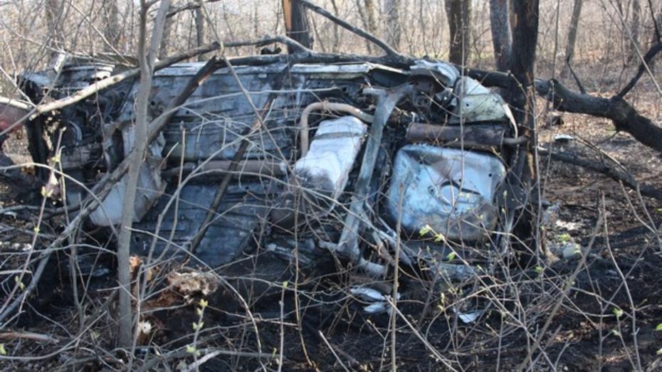 В Воронежской области водитель едва успел выбраться из вспыхнувшего после ДТП автомобиля