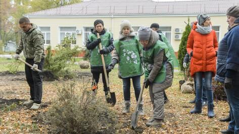 Женсовет высадил во дворе воронежского детского хосписа 160 кустарников