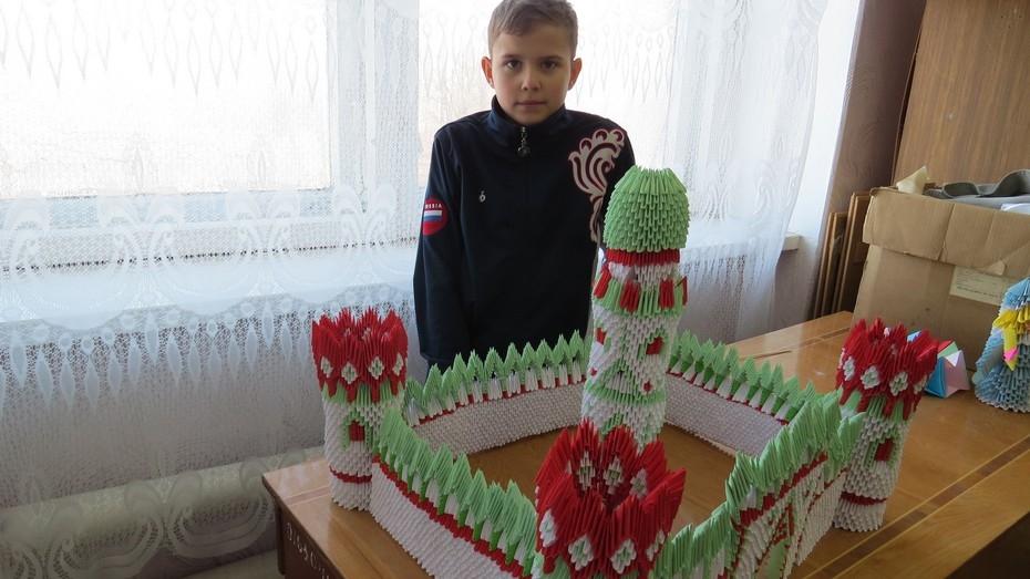 12-летний борисоглебец построил крепость из 7 тысяч бумажных деталей