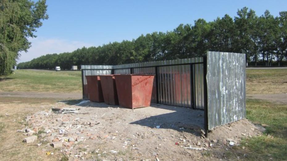 Бутурлиновские коммунальщики установили на трассах контейнеры для мусора