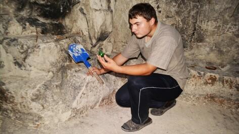 В меловой пещере в Воронежской области нашли древние чернильницы