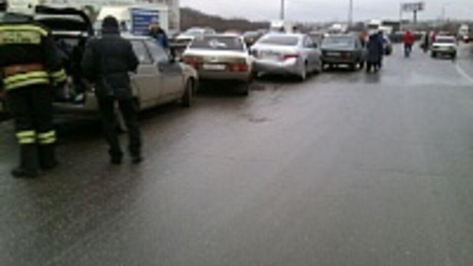 Основной причиной ДТП с участием 28 машин в Воронеже стала погода (ФОТО)