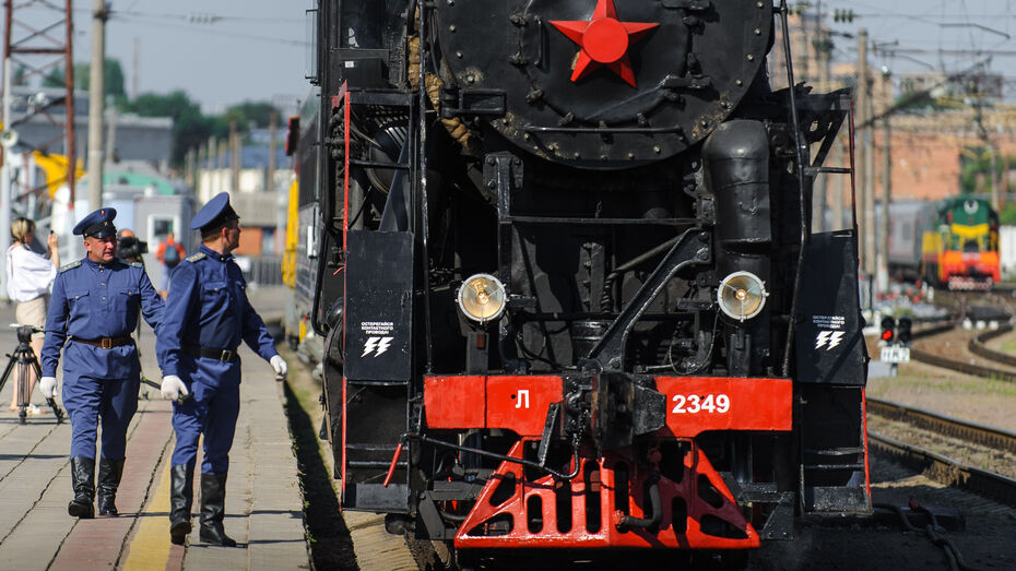 В Воронеже запустили экскурсионный ретропоезд на паровозной тяге