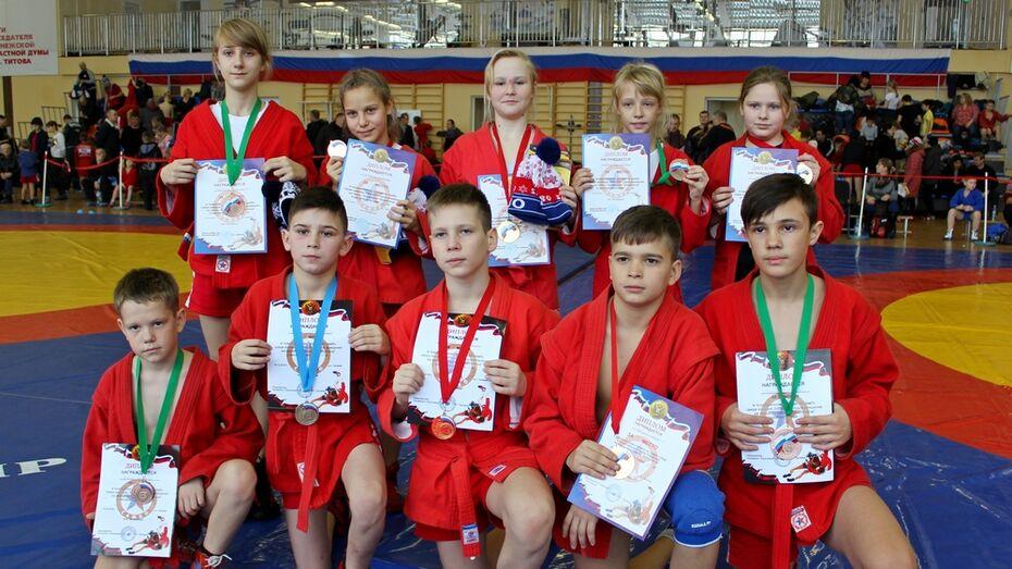 Таловские самбисты завоевали 7 золотых медалей на межрегиональном турнире
