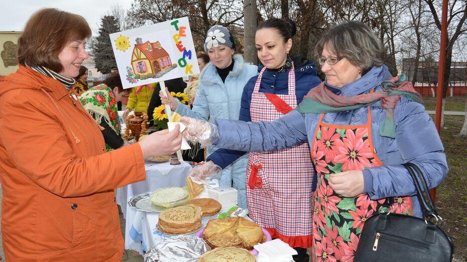 В Богучаре на Масленицу испекли более 3 тыс блинов