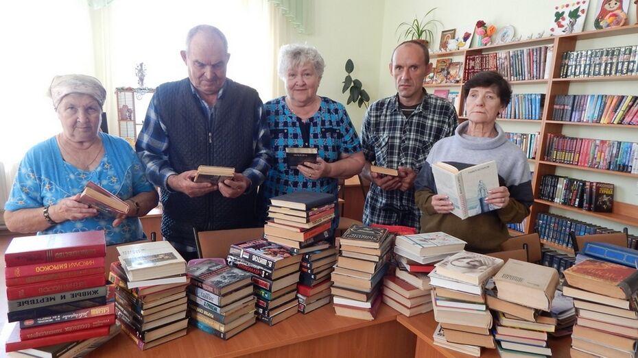 Бобровские журналисты передали дому-интернату для престарелых 200 книг