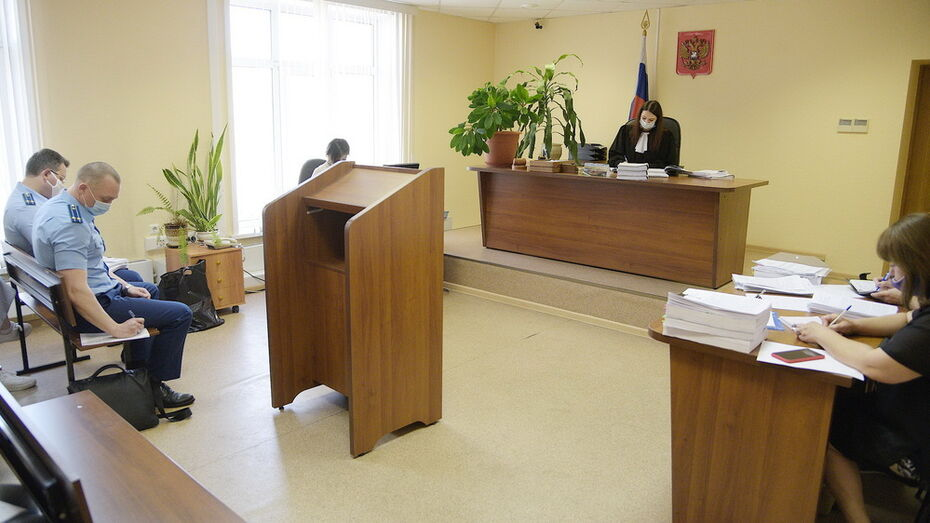 Производство по делу о 22 квартирах воронежского гаишника приостановили из-за смерти его отца