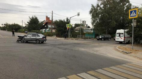 «Скорая» с пациентом попала в аварию в Воронеже