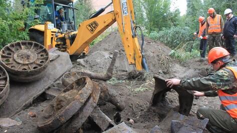 В Воронеже на месте снесенного дома нашли фрагменты советской бронетехники