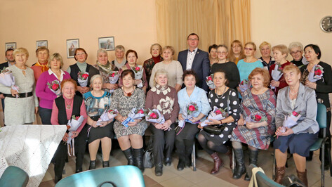 Ректор опорного вуза Воронежа поздравил многодетных женщин с Днем матери