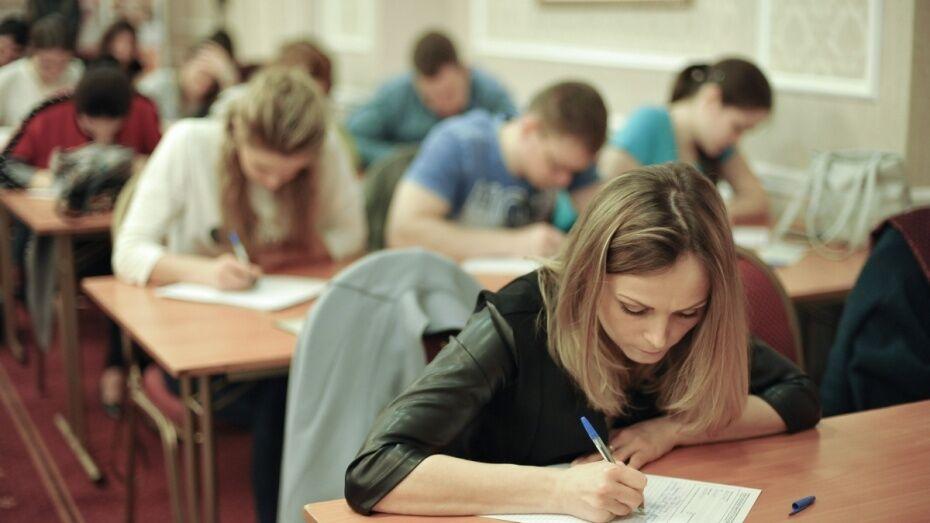 Воронежских выпускников пригласили на конкурс эссе «Лучший учитель»