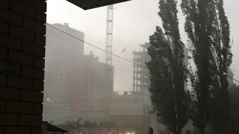 Со строящегося дома на Хользунова в Воронеже ураган сдул бетонные плиты