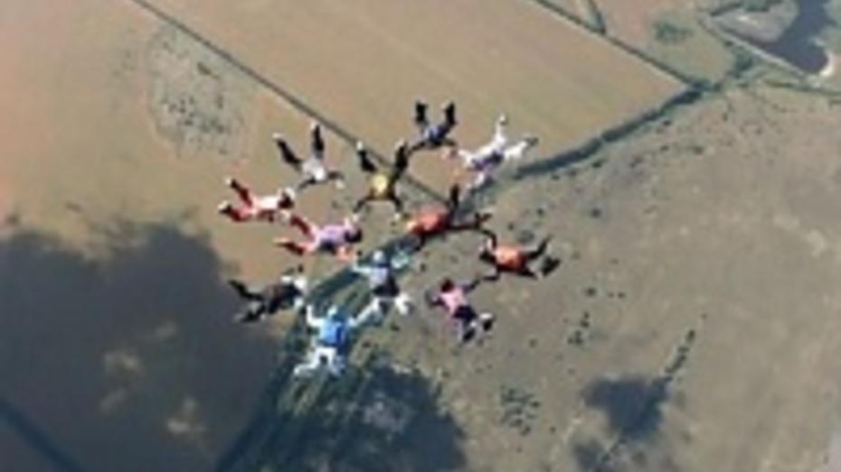 Незнакомка из Воронежа помогла парашютисткам Черноземья поставить рекорд