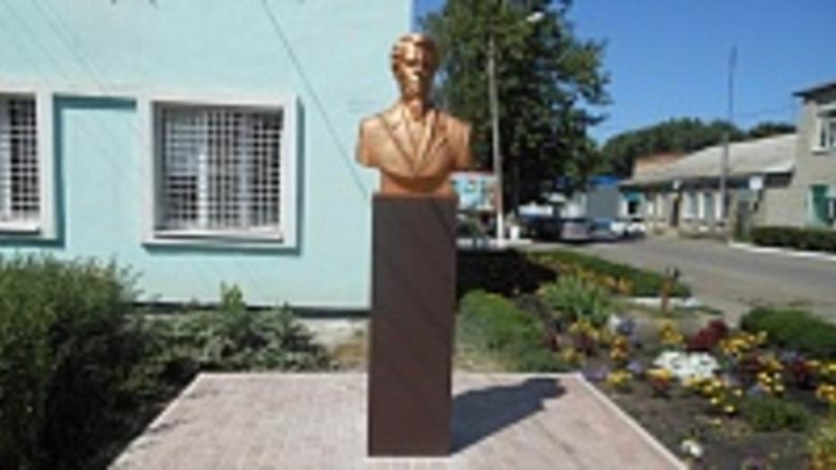 В поселке Подгоренский установили бюст поэта Кондратия Рылеева