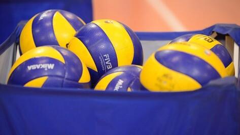 Екатеринбургские волейболисты дважды обыграли воронежский «Кристалл»