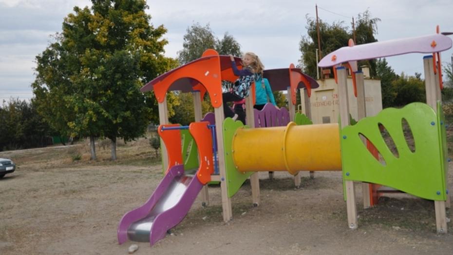В павловском селе появилась новая детская игровая площадка