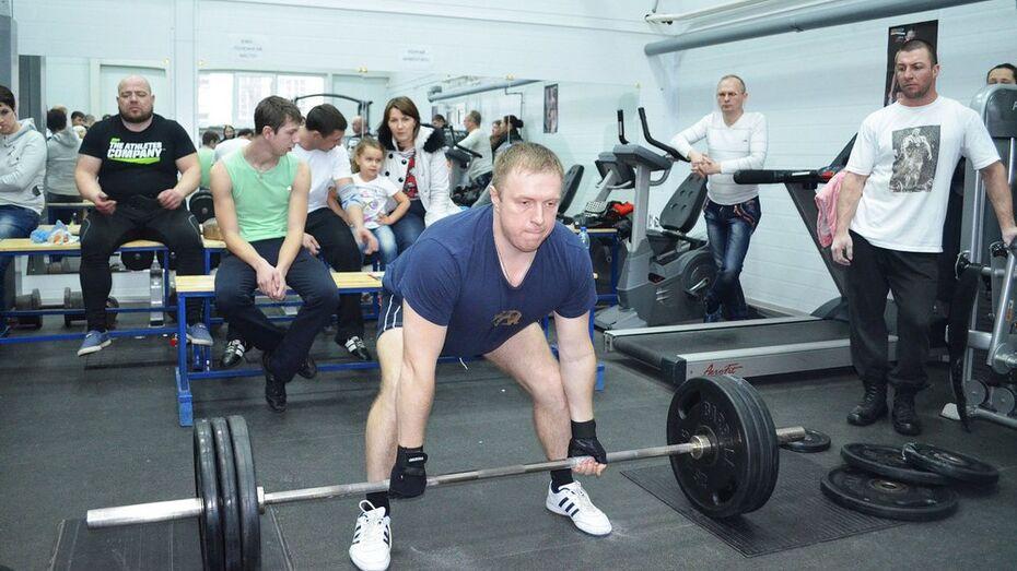 В Лисках прошли соревнования по пауэрлифтингу среди православной молодежи